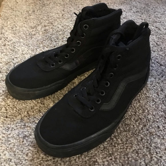 e7e42a6f0f Vans Canvas Sk8 Hi all black shoes. M 5bf9c4ff45c8b3e96fe246b3